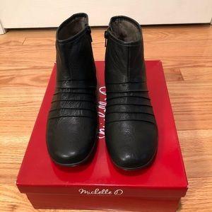 Michelle D Shoes - Women's Michelle D Florence Booties Size 7M